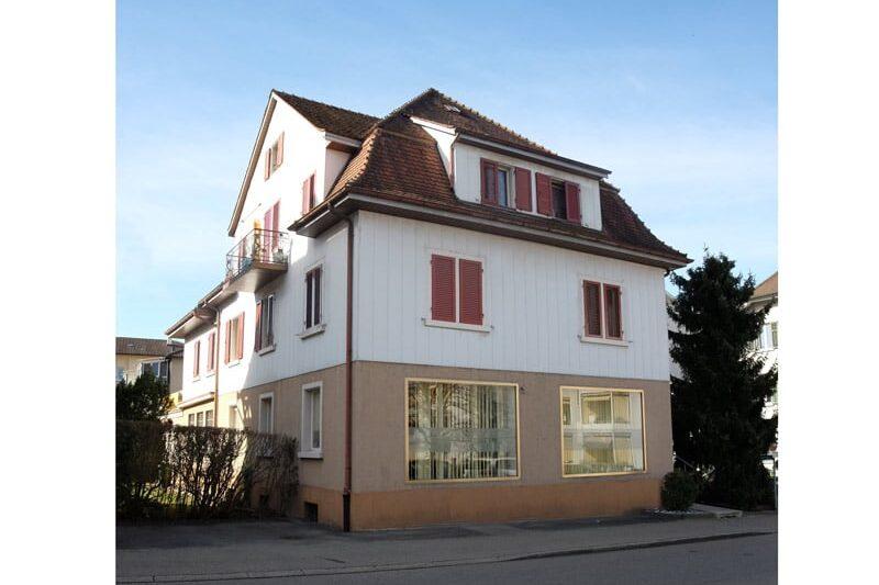 Fassade 3 Verkauf Gewerbehaus mit Wohnunge in Schlieren